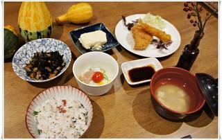 みどりヶ丘栄養課より  秋の和御膳と鮭フライ定食