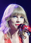 105px-Swift_performs_in_St._Louis,_Missouri_in_2013.jpg