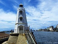 193px-白亜の古き灯台_(Sakai_Old_Lighthouse)_09_Sep,_2012_-_panoramio.jpg