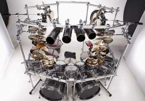 Mike Mangini ドラムセット : まるでお城!?派手な要塞ドラムセットギャラリー -