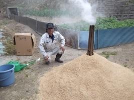 肥料にする燻炭作りHP.jpg