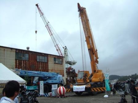贈呈された大型クレーン車東日本大震災で壊滅的な被害を受けた三陸沿岸の水産... 三陸沿岸の造船業