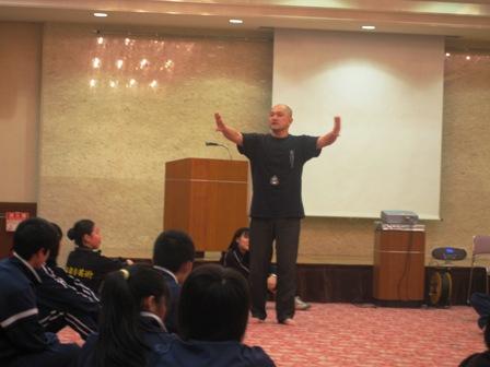 発声練習は呼吸を整えて落ち着いて、と畑澤氏