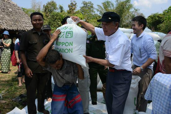 ミャンマーでは少数民族問題にも取り組む