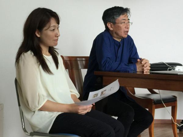 子どもへの接し方を講義する中邑賢龍ディレクター(右)と、ROCKETコーディネーターの赤松裕美さん