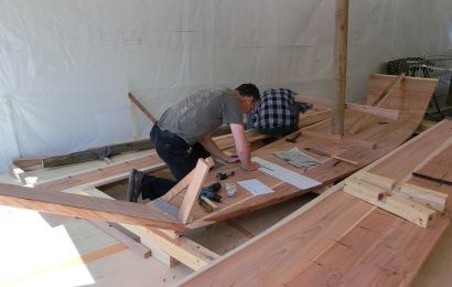 米国人の船大工が伝統の和舟造り...