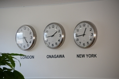 「LONDON」「ONAGAWA」「NEW YORK」3つの時計