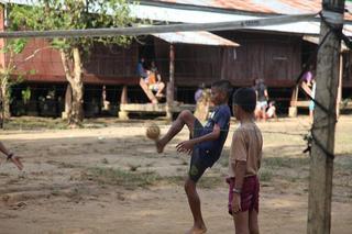 24セパタクローで避難施設の子供達.JPG