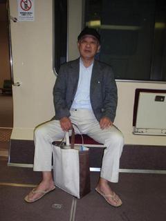 草履で電車の仲.JPG