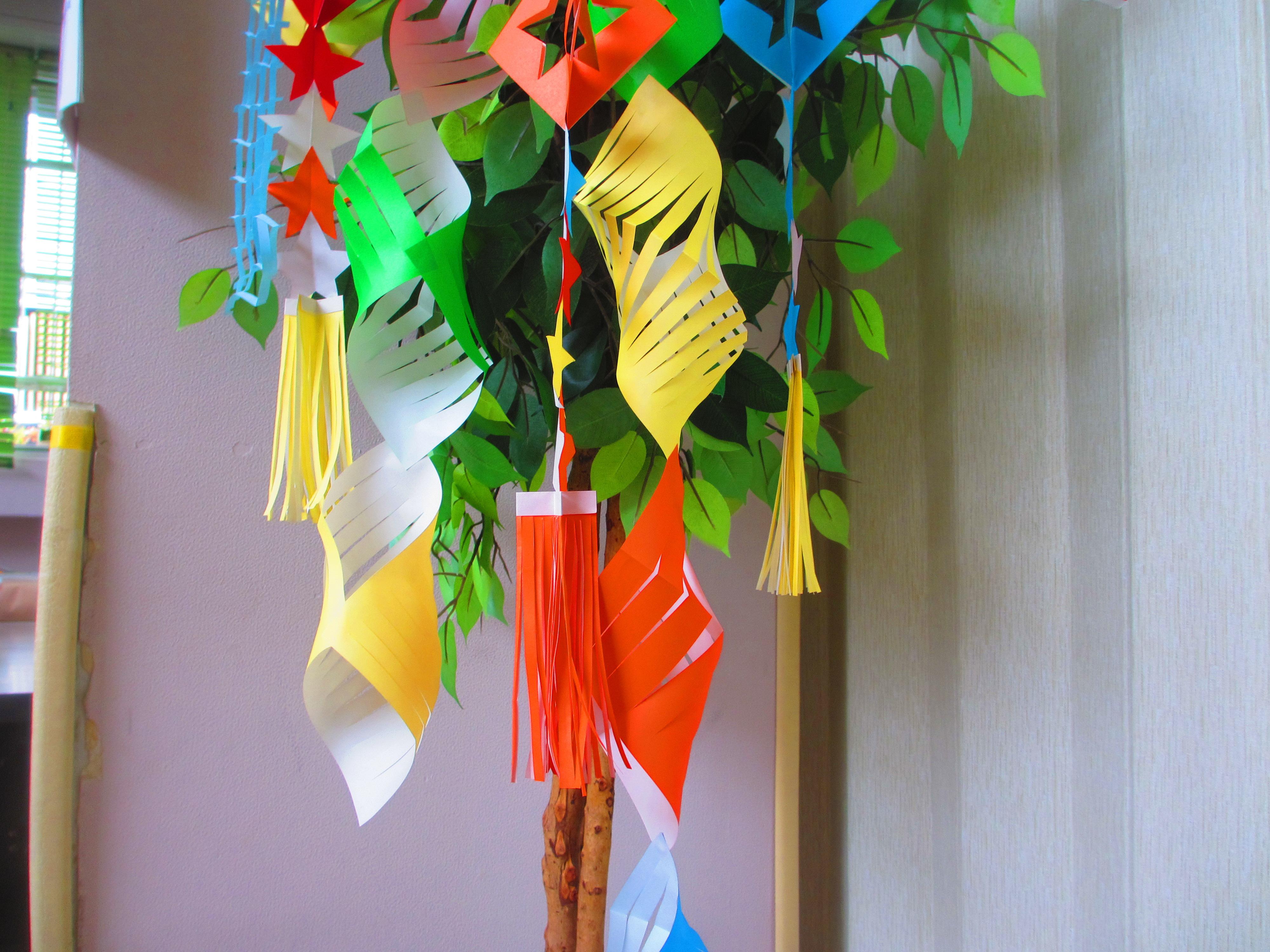 すべての折り紙 折り紙 七夕飾り : 七夕飾りの折り紙を一緒に ...