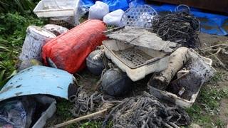s1013 このような大型ゴミに付着した油も大変です。.jpg