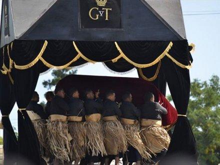 ジョージ・ツポウ5世(4)- 国葬...